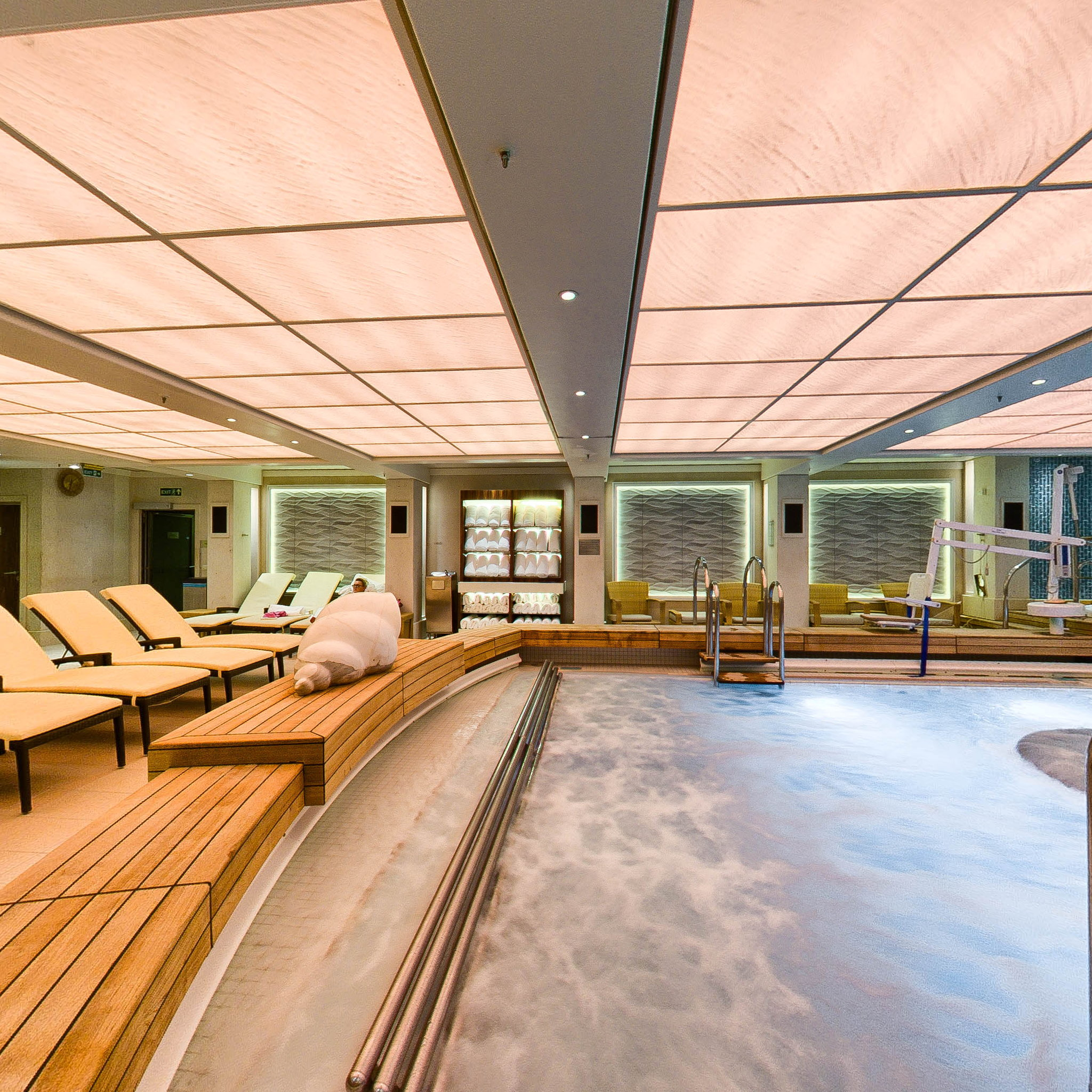 Panorama of Therapy Pool on Queen Mary 2 (QM2)