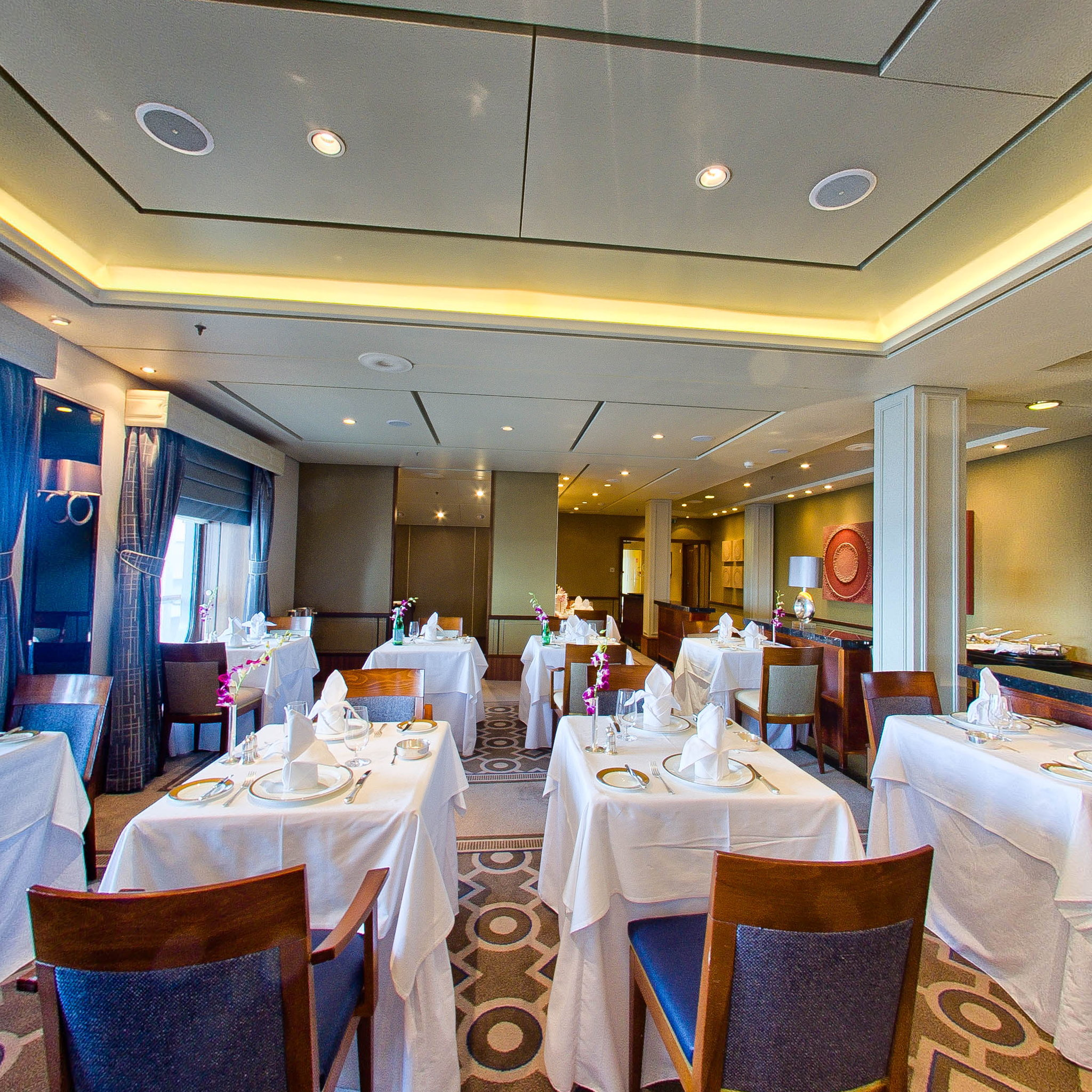 Panorama of Princess Grill on Queen Mary 2 (QM2)
