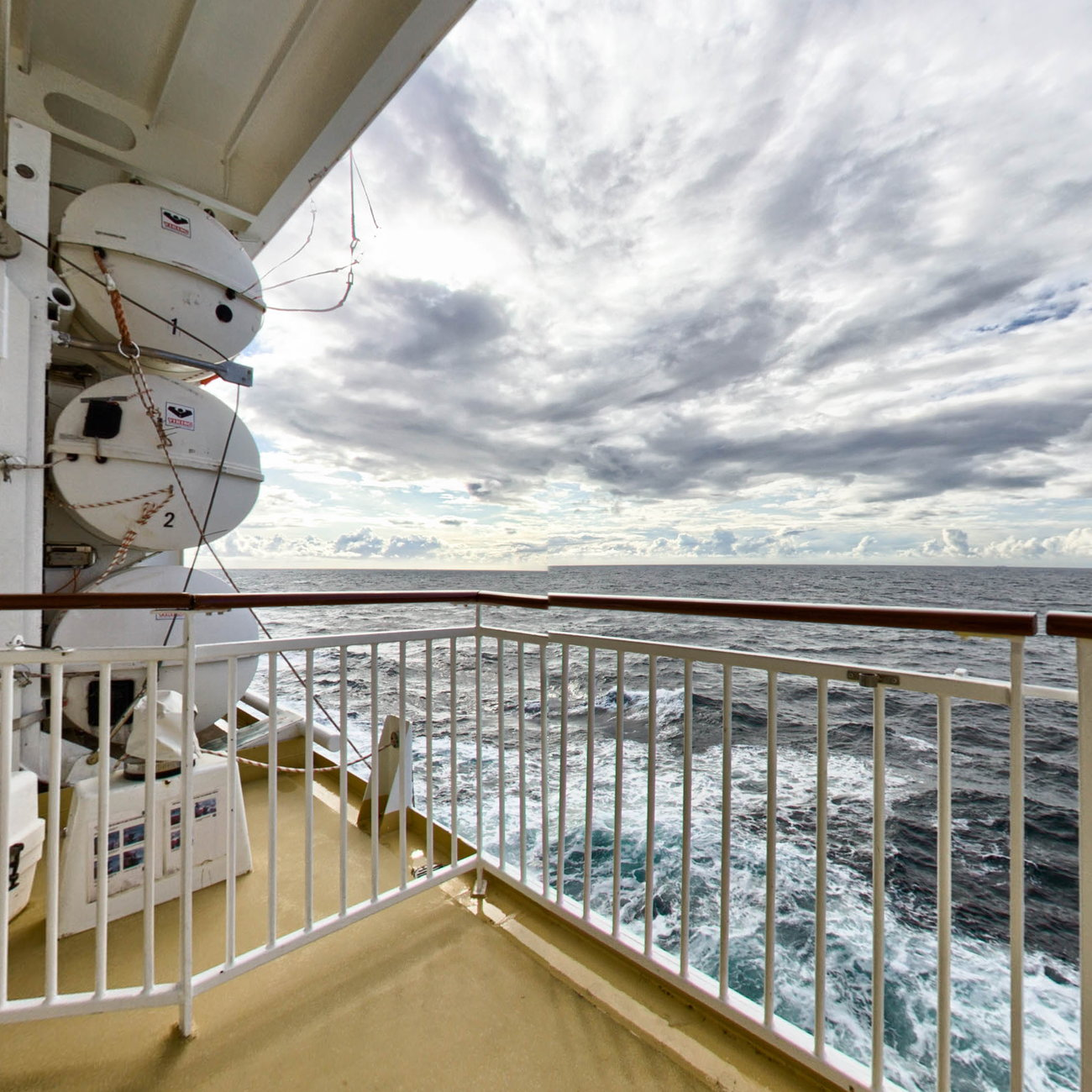 Panorama of The Promenade Deck on Norwegian Jade