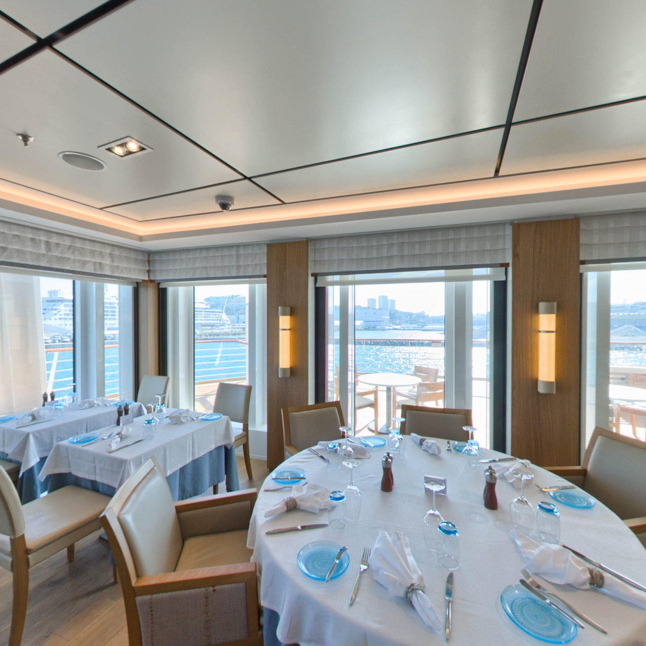 Panorama of The Restaurant on Viking Sky