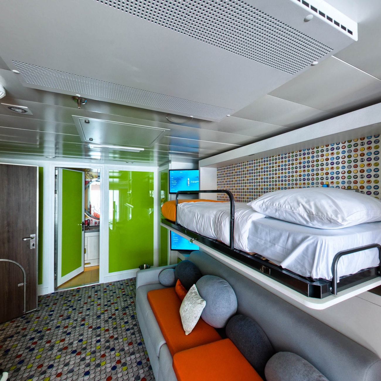 Panorama of The Ultimate Family Suite on Symphony of the Seas