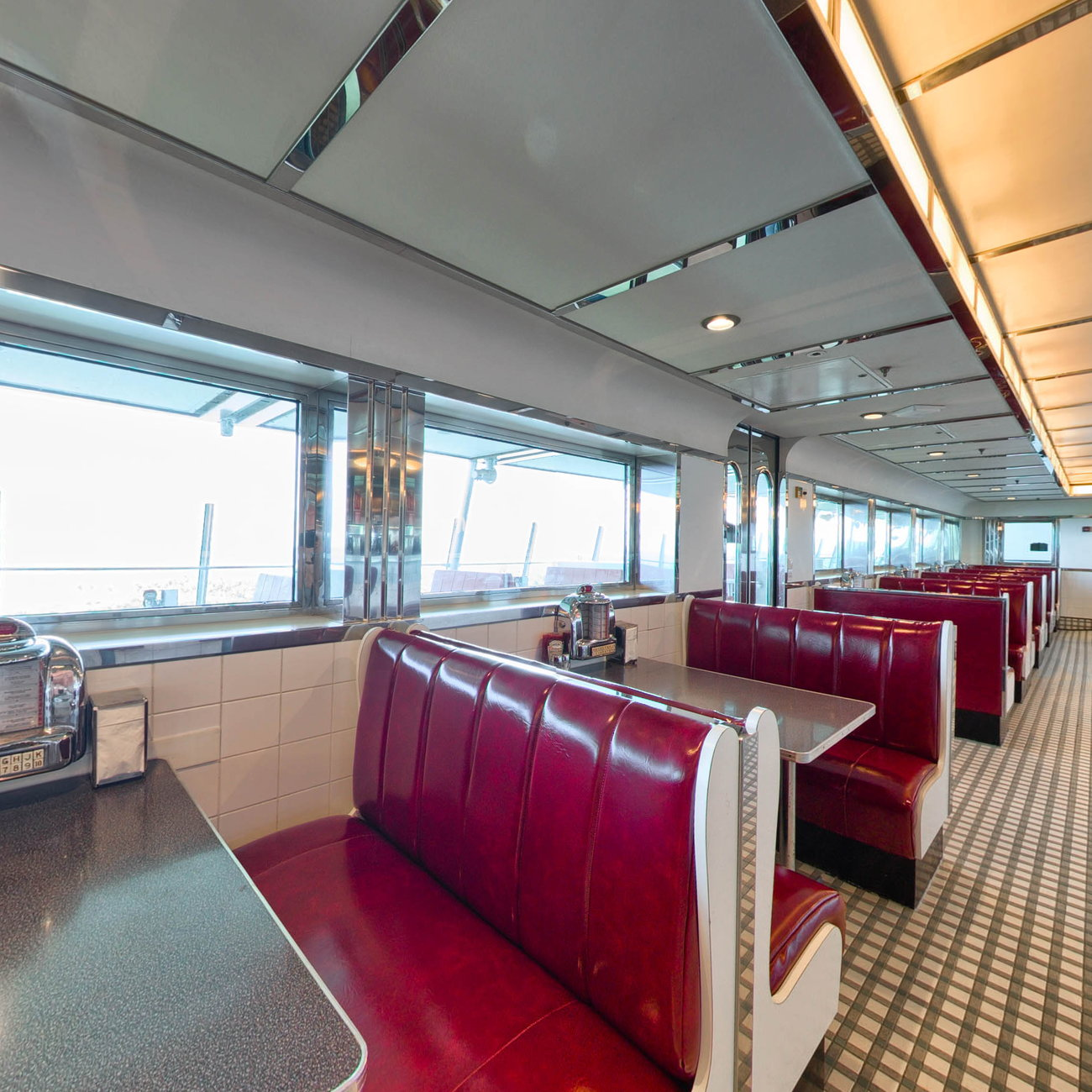 Panorama of Johnny Rockets on Mariner of the Seas