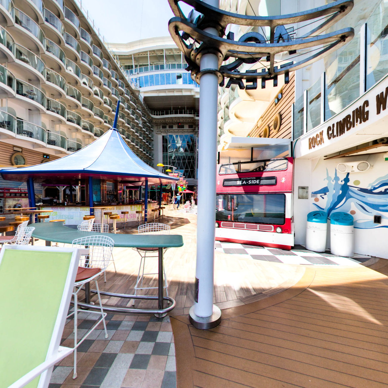 Panorama of Aqua Theater on Oasis of the Seas