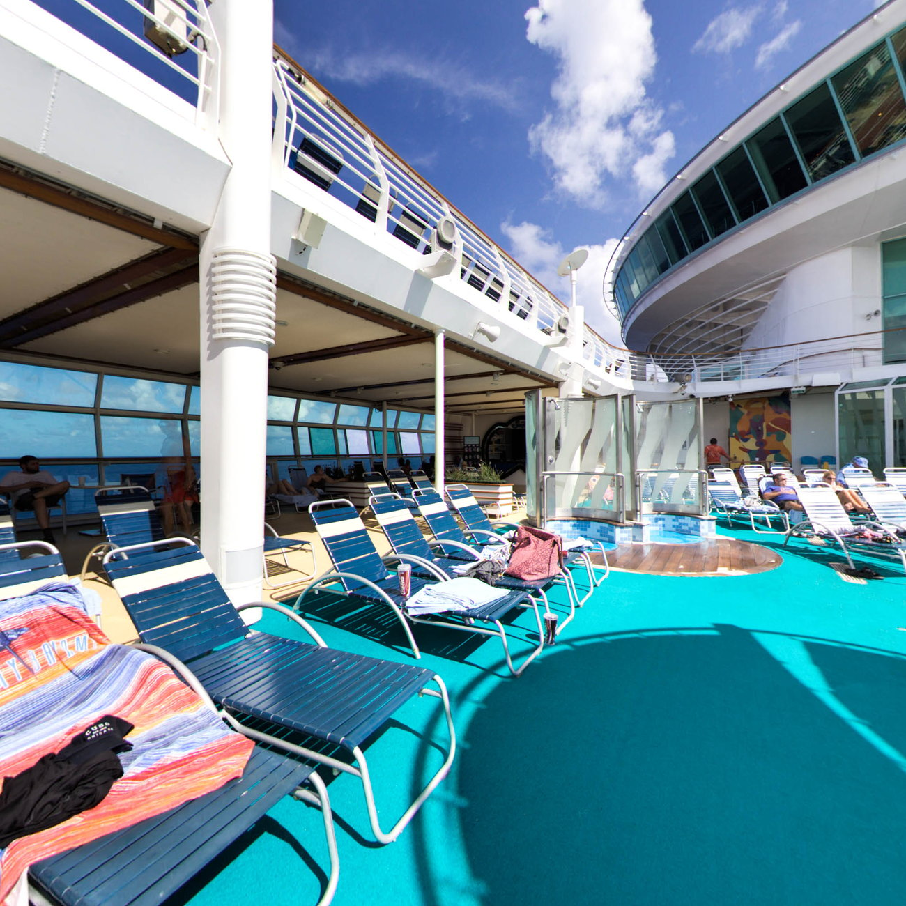 Panorama of The H2O Zone Pool on Independence of the Seas