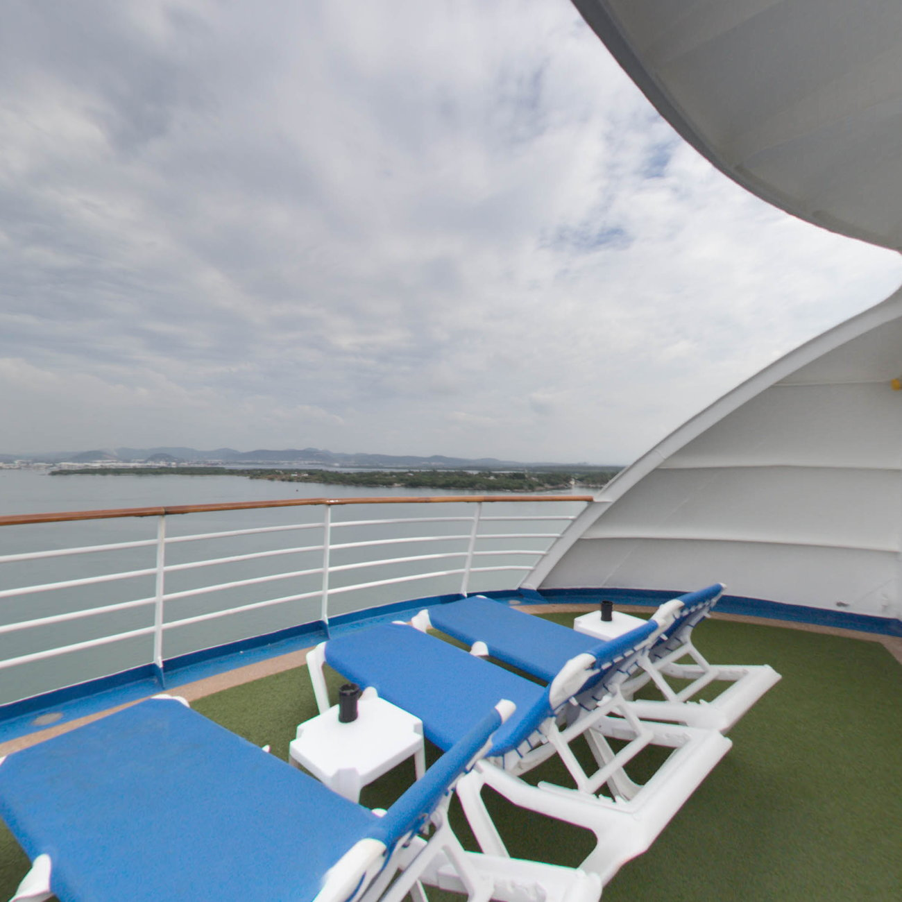 Panorama of The Sun Deck 16 on Crown Princess
