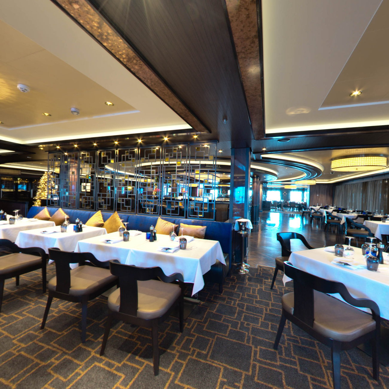 Panorama of Cagney's Steakhouse on Norwegian Escape