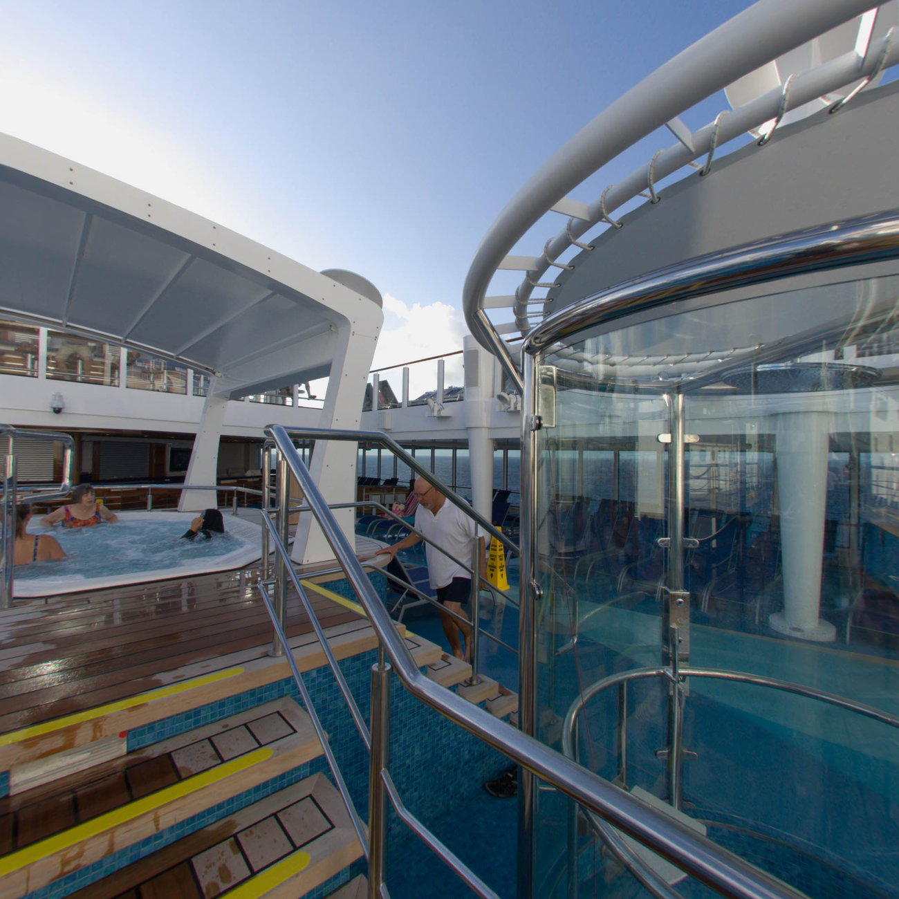 Panorama of The Pool on Norwegian Escape